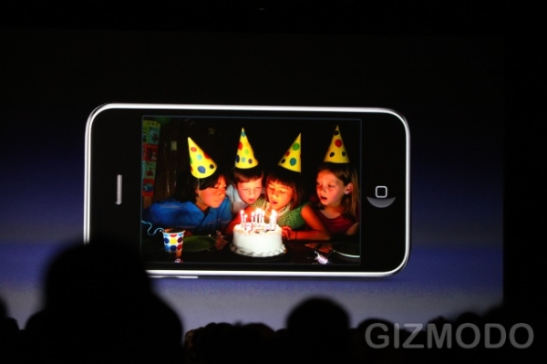 3-megapixel camera with autofocus and improved low-light sensitivity