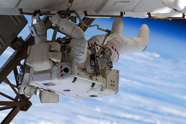 space_shuttle_endeavour_outer_space02.jpg