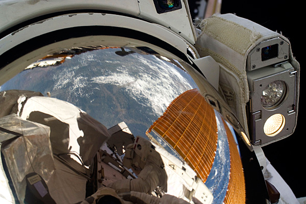 space_shuttle_endeavour_outer_space03.jpg