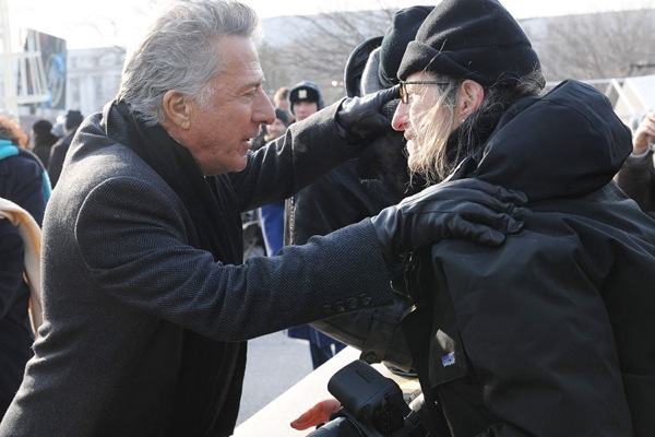 Photographer Annie Leibovitz with Dustin Hoffman