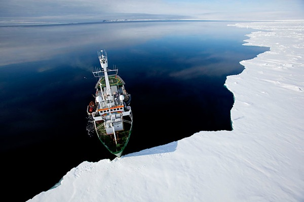 greenpeace_arctic_sunrise03.jpg