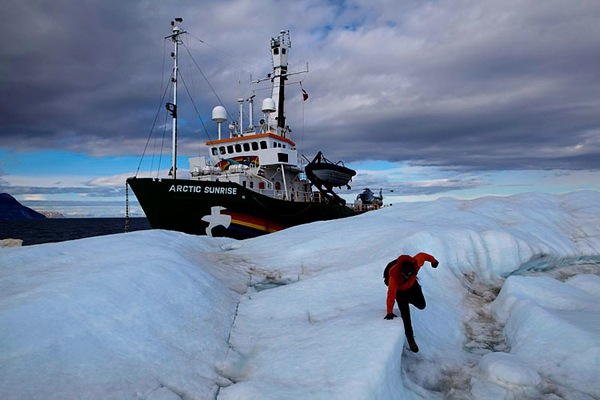 greenpeace_arctic_sunrise08.jpg