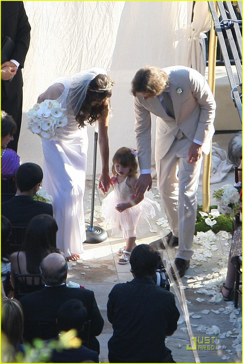 milla-jovovich-wedding-picture-13.jpg