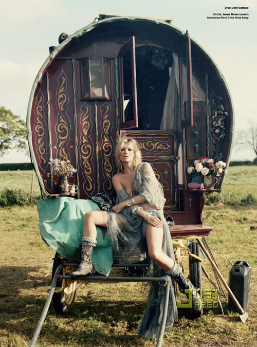 kate-moss-gypsies-03.jpg