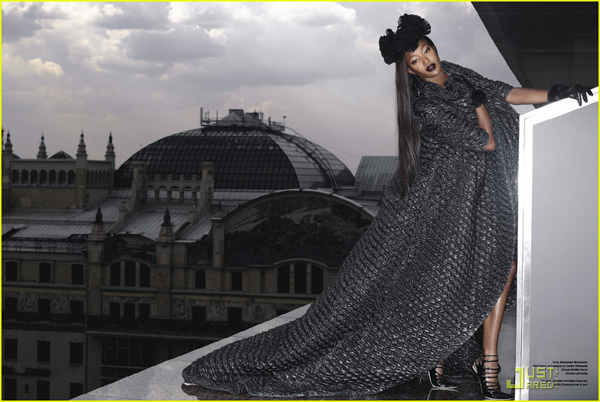 naomi-campbell-moscow-russia-06.jpg
