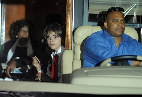 gallery_enlarged-michael-jackson-funeral-09042009-11.jpg