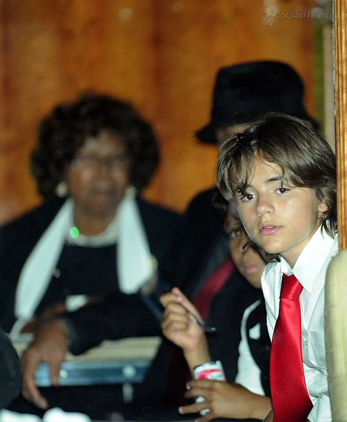 gallery_enlarged-michael-jackson-funeral-09042009-12.jpg