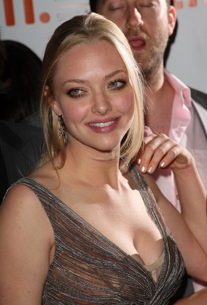 amanda-seyfried-cleavage-gq-07.jpg