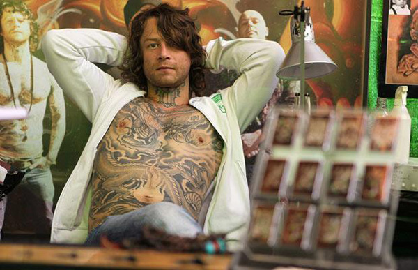 tattooist-waiting_1489480i.jpg