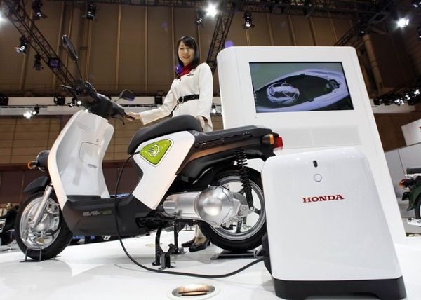 tokyo_motor_show_honda_Eve-neo_electric_scooter.jpg