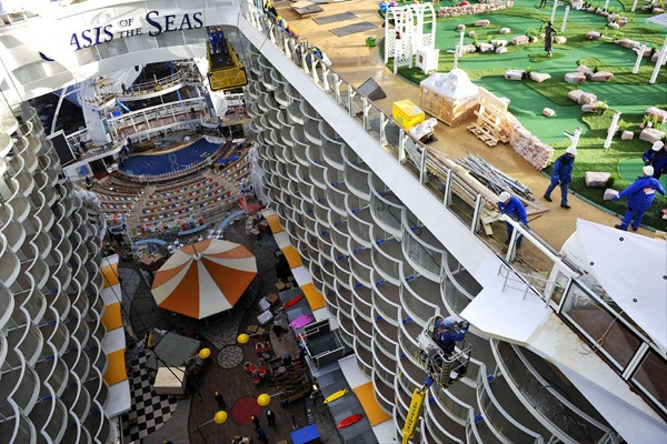 oasis_of_the_seas_02.jpg