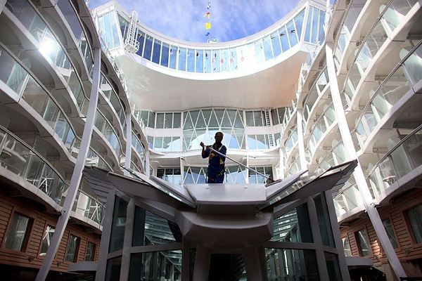 oasis_of_the_seas_13.jpg