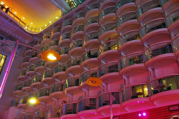 oasis_of_the_seas_32.jpg