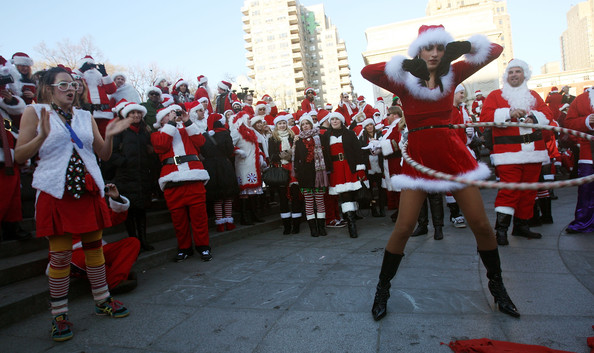 New+Yorkers+Dress+Up+Santa+SantaCon+Gathering+5_QVT8IXAO8l.jpg