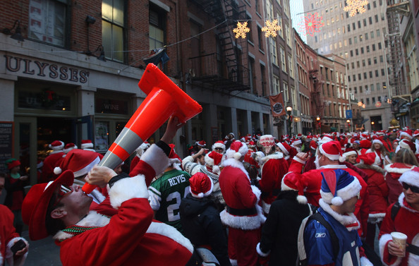 New+Yorkers+Dress+Up+Santa+SantaCon+Gathering+HoTgqDlto8gl.jpg