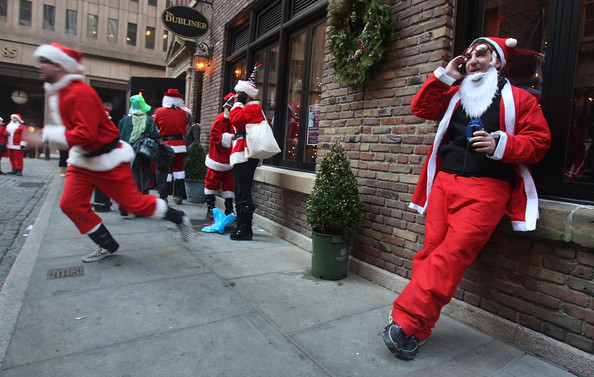 New+Yorkers+Dress+Up+Santa+SantaCon+Gathering+SElZLXJ-w9Bl.jpg