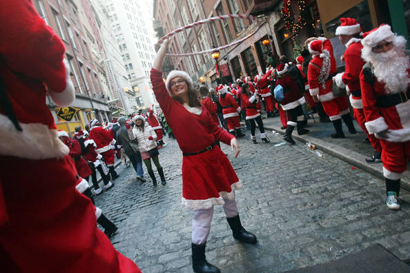 New+Yorkers+Dress+Up+Santa+SantaCon+Gathering+SvyWthfhabkl.jpg