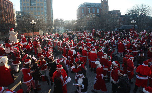 New+Yorkers+Dress+Up+Santa+SantaCon+Gathering+bFeAi9HcBzSl.jpg