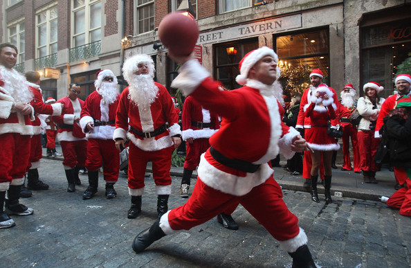 New+Yorkers+Dress+Up+Santa+SantaCon+Gathering+by5wqQ1grbal.jpg