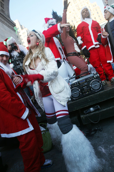 New+Yorkers+Dress+Up+Santa+SantaCon+Gathering+mXg9AybXPoil.jpg