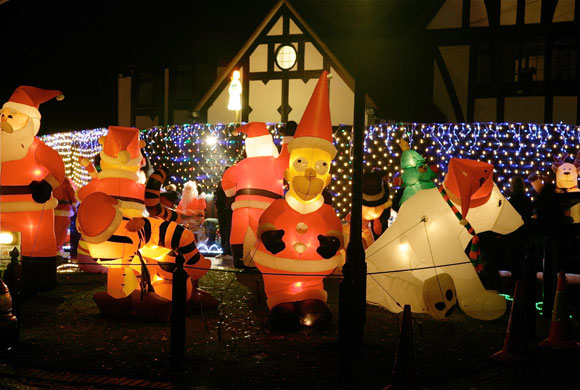 christmas_decorations_sonning_uk.jpg