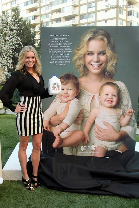 gallery_main-rebecca-romijn-milk-ad-twins-photos-01122010-036.jpg