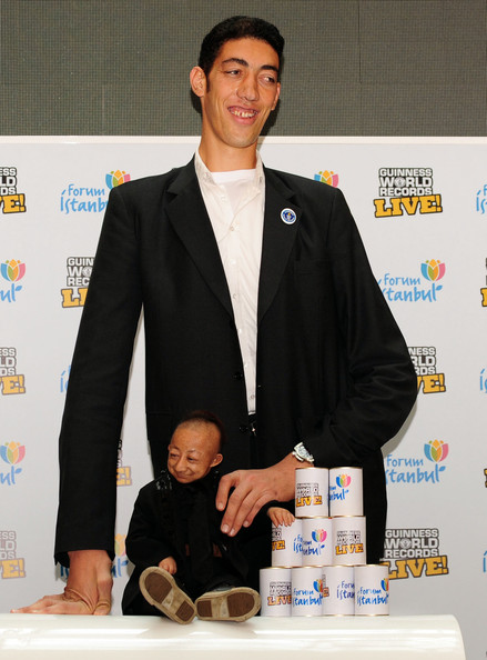 World+Tallest+Man+Meets+World+Shortest+Man+2mVYsnX-dd_l.jpg