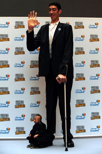 World+Tallest+Man+Meets+World+Shortest+Man+hGsuJnWXDMFl.jpg