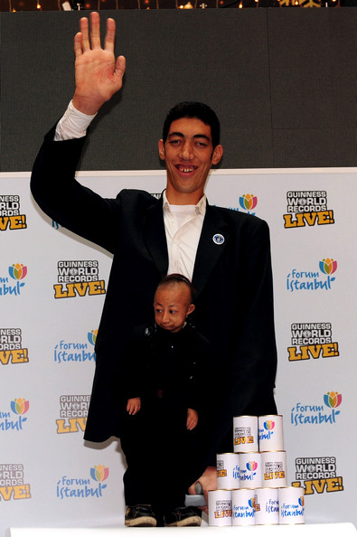 World+Tallest+Man+Meets+World+Shortest+Man+zpwQqrhkgH_l.jpg