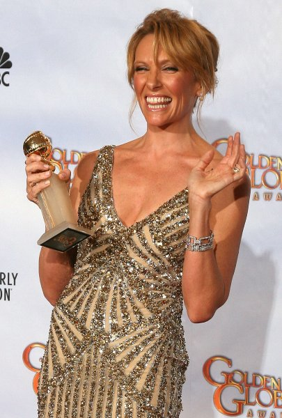golden_globes_2010_toni_collette_united_states_of_tara.jpg