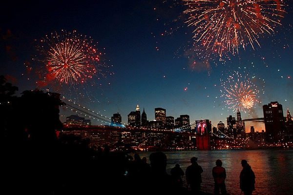 new_york_manhattan_fireworks.jpg