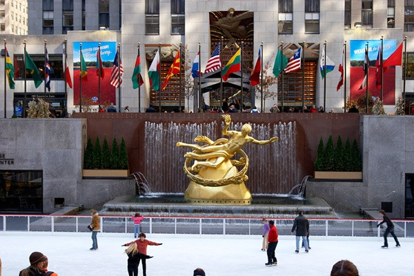 new_york_manhattan_rockfeller_center_ice-skating_ring.jpg