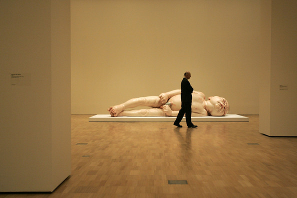 Lifelike+Human+Sculptures+Exhibition+Opens+f_lRnmnUiWCl.jpg