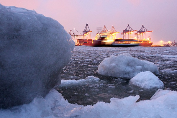 germany_winter_hamburg_harbor.jpg
