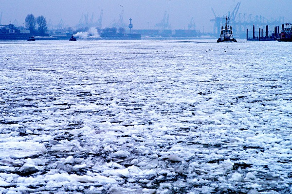 germany_winter_hamburg_harbor2.jpg