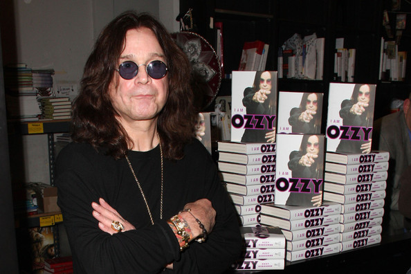 Rock+legend+Ozzy+Osbourne+signs+copies+biography+qeuarybVwqhl.jpg