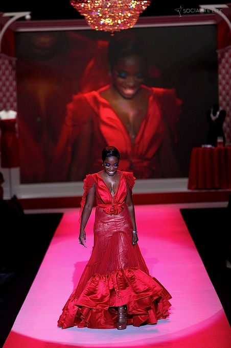 gallery_main-heart-truth-red-dress-runway-2010-photos-02122010-44.jpg