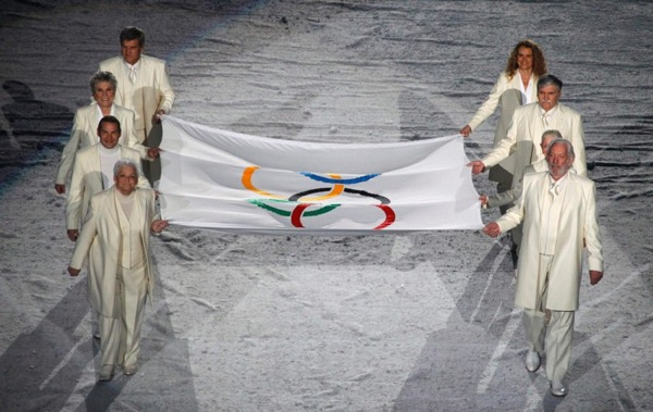 winter_olympics_vancouver_opening22_flag_donald_sutherland.jpg