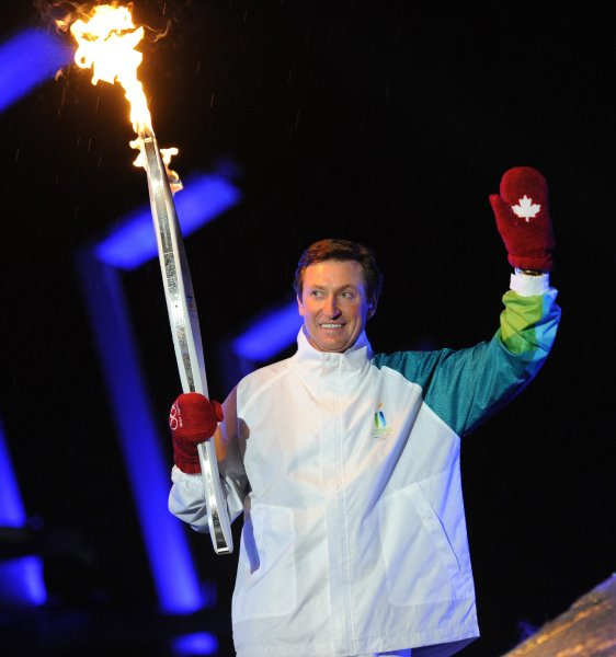winter_olympics_vancouver_opening24_fire_wayne_gretzky.jpg