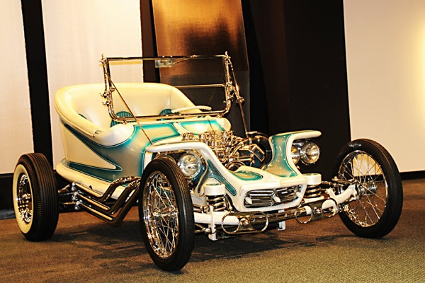 petersen_automotive_museum_1959_outlaw_ed_big_daddy_roth.jpg