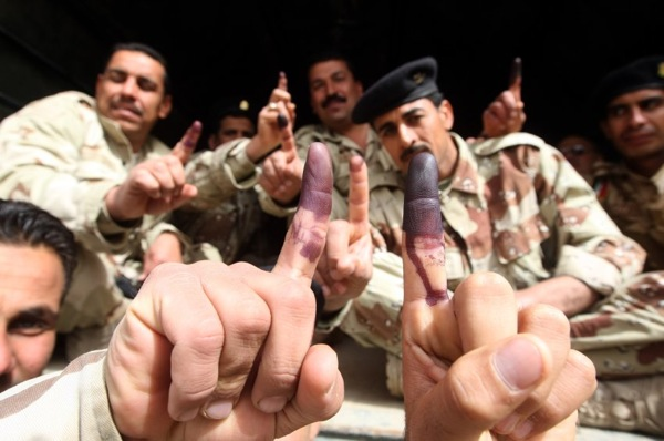 iraq_parliament_elections14_soldiers_voted_thursday.jpg