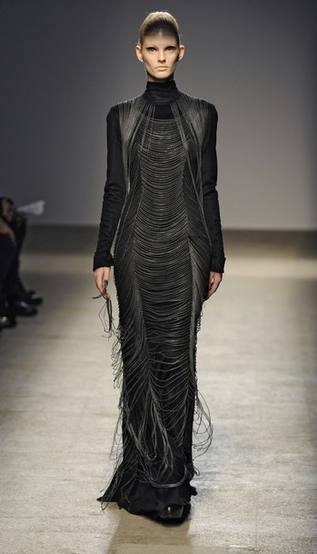 paris_fashion_week_fall_winter_2011_gareth_pugh05.jpg