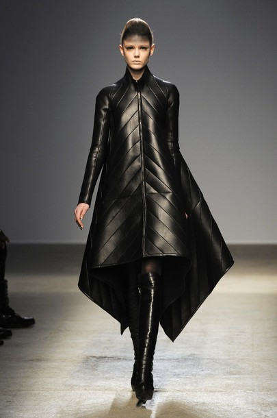 paris_fashion_week_fall_winter_2011_gareth_pugh07.jpg