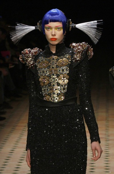 paris_fashion_week_fall_winter_2011_manish_arora01.jpg