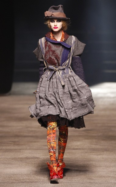 paris_fashion_week_fall_winter_2011_vivienne_westwood03.jpg