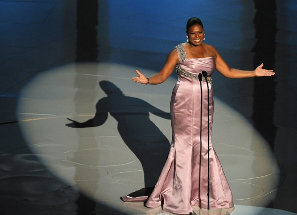82nd_oscar_awards_queen_latifah_introduces_governor_awards_roger_corman_lauren_bacall.jpg