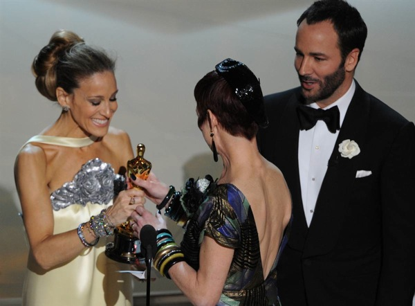 82nd_oscar_awards_sarah_jessica_parker_tom_ford_present_sandy_powell.jpg