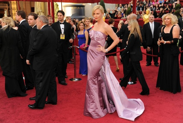 oscar_2010_red_carpet_charlize_theron.jpg