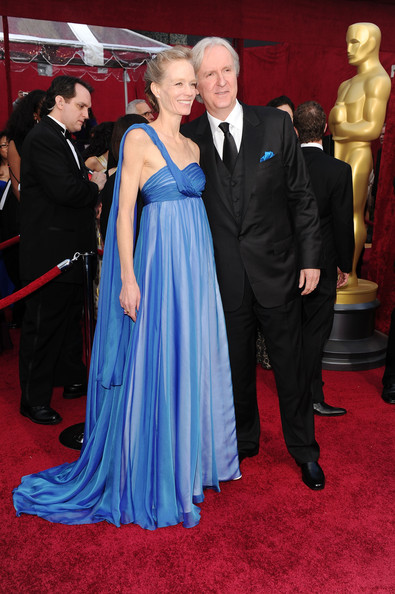 oscar_2010_red_carpet_james_cameron_with_wife_suzy_amis.jpg
