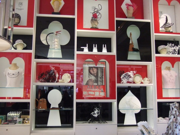 10alice-wonderland-london-selfridges-oxford-street-paperoddbird_.jpg